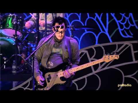 Weezer - Across The Sea, Live in Japan (Tourdocumentary + Concert)