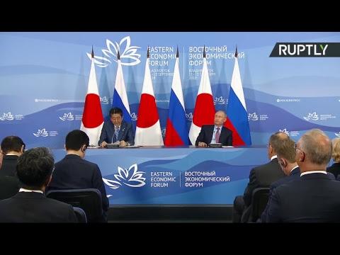 Vladimir Poutine et Shinzo Abe s'entretiennent à Vladivostok avant le Forum économique oriental