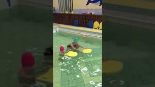 Тренировки по плаванию с детьми. Грудничковое плавание.