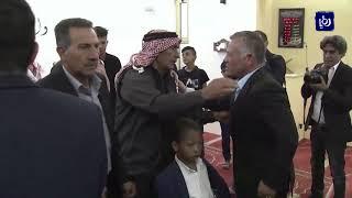 الملك وولي العهد يصلون العيد برفقة أسر شهداء السلط والفحيص - (21-8-2018)