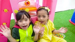 Jolie 과 Roma 이상한 샤워와 함께 플레이 | 동요와 아이 노래 | 어린이 교육 | SuperHero Kids