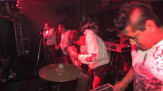 Grupo Los De Akino La cumbia Huerfanita en vivo desde Pista La Cumb...