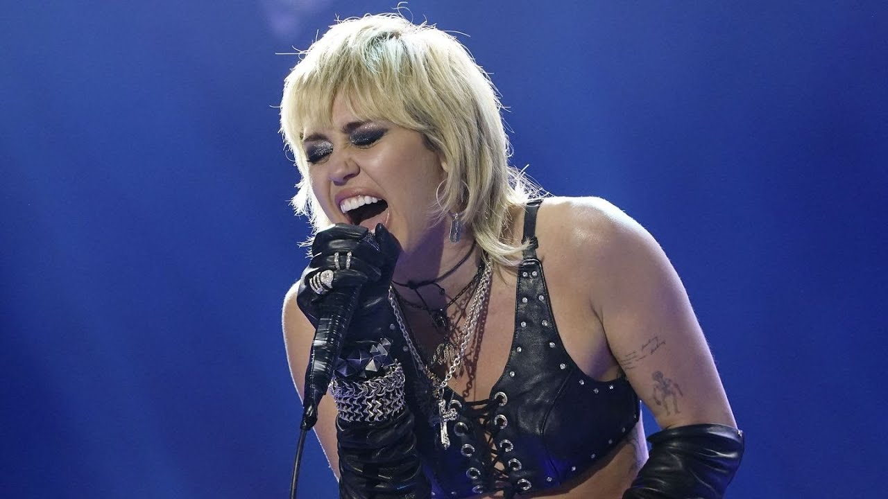 Watch Miley Cyrus bring Joan Jett and Billy Idol on stage at Super ...