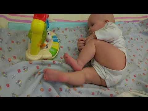 Как научить малыша переворачиваться? Переворот со спины на живот