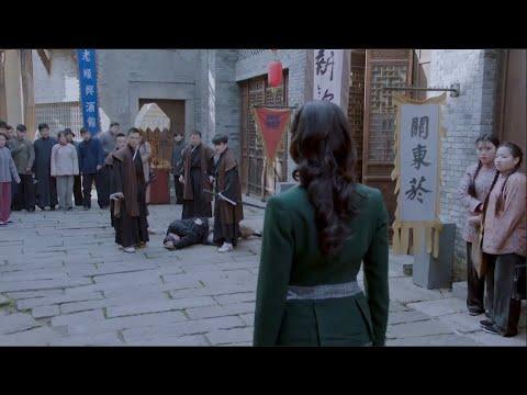 日本武士當街打人,美女出手以一挑四,全部打趴下   ⚔️  抗日