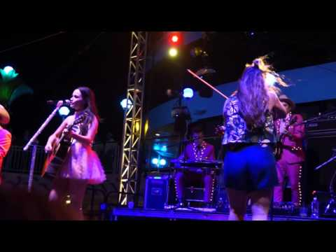 Kacey Musgraves performs Gnarls Barkley's song Crazy