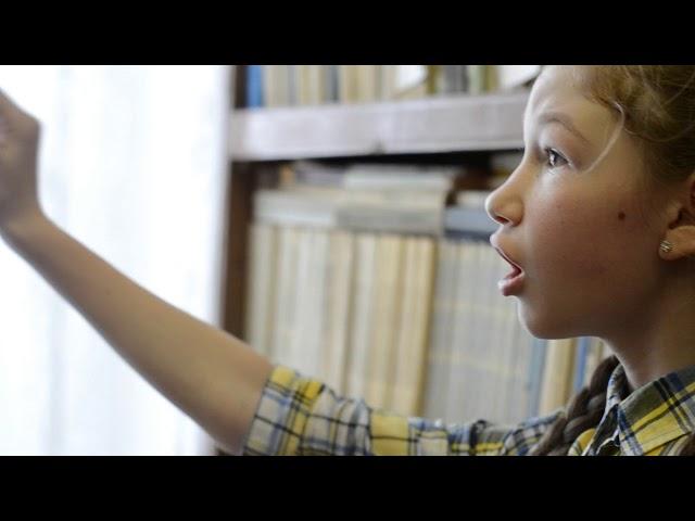 Изображение предпросмотра прочтения – МаринаОсетрова читает произведение «О, как безумно за окном...» А.А.Блока