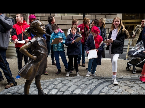 'Fearless Girl' statue unveiled on Wall Street