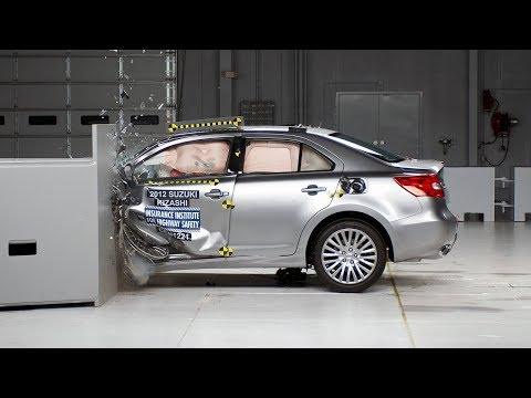 2013 Suzuki Kizashi Driver-side Small Overlap IIHS Crash Test