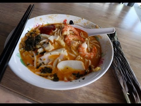 The hawker stall that made Singapore's Katong laksa famous!