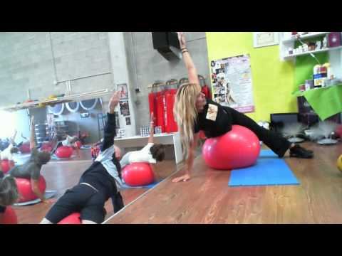 STRETCHING YOGA FITBALL