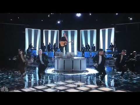 Blake Shelton & Gwen Stefani You Make It Feel Like Christmas Live (The Voice)