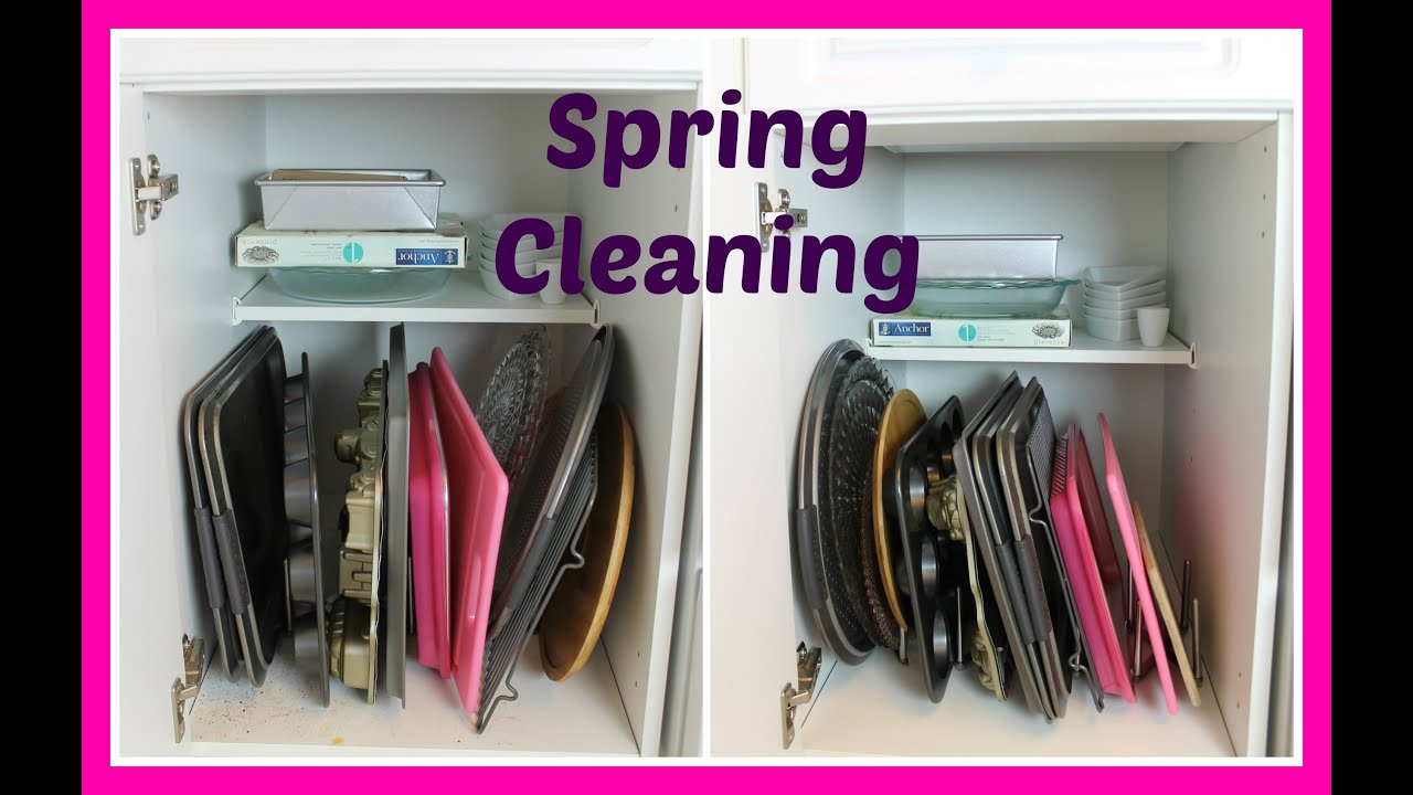 Cleaning the kitchen cabinets - Spring Cleaning Kitchen Cabinets