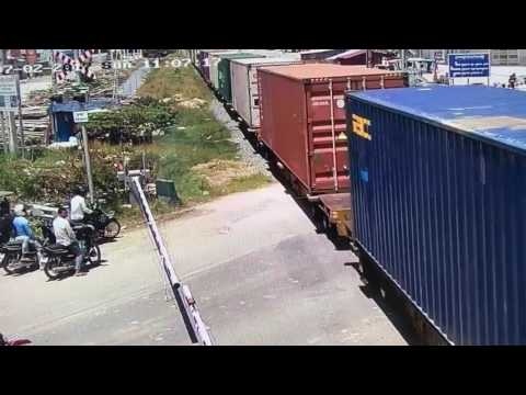 Second container  arriving Phnom Penh  Dry Port