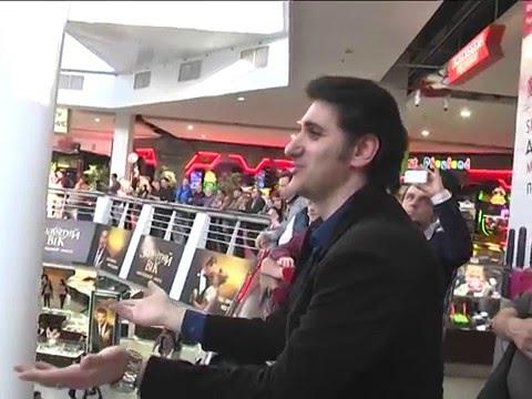 Травиата в торговом центре флешмоб в Днепре