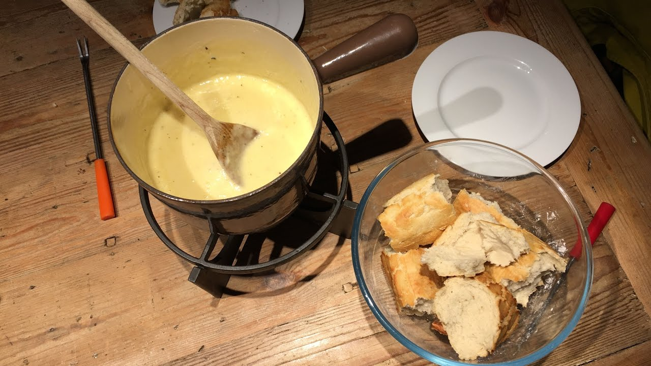 How to Make a Classic Swiss Cheese Fondue