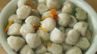 Homemade fish balls。福建传统小吃,手工鱼丸。具有天然、营养、保健的美食特色。味道鲜美,具有特殊的海鲜风味。