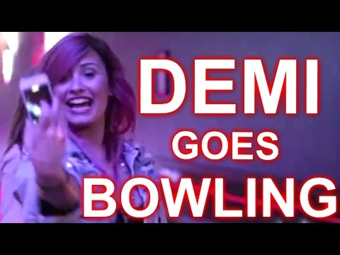 DEMI LOVATO'S BOWLING PARTY :: NEON LIGHTS TOUR