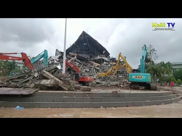 Reruntuhan Kantor Gubernur Sulbar Mulai Evakuasi