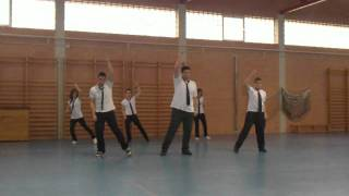 Download Baile I.E.S Alcántara 1º Bachillerato B,Grupo 3 MP3 song and Music Video