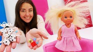 Барби делает Штеффи прическу для школы - Видео для девочек