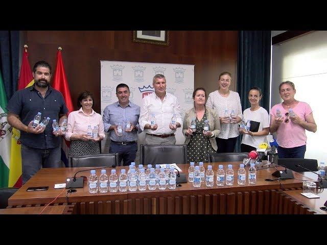 Aqualia entrega 3.000 botellas de agua a las hermandades de San Isidro y El Rocío