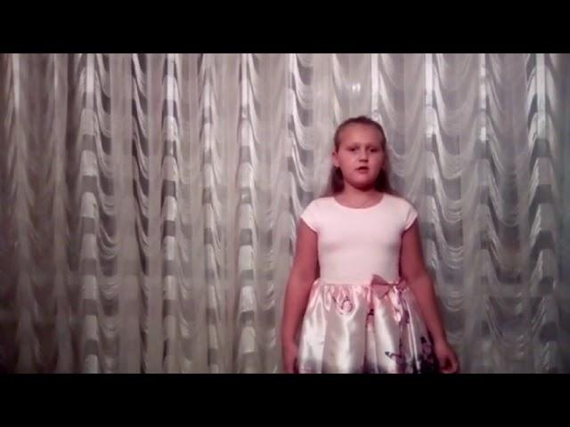 Изображение предпросмотра прочтения – ВиолеттаМорозова читает произведение «Закружилась листва золотая…» С.А.Есенина