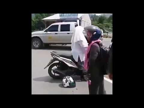 Viral!!! Cewek Cantik Bertengkar Dan Lari Saat Razia Polisi Bikin Ngakak # Lihat Dalam Vidionya Lucu
