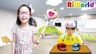 Daddy turn into a little boy. RIWORLD  리원이가 선생님으로 변했다.(반전주의) 수업시간에 장난감 가지고 놀면 안되죠!!