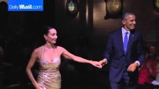 باراك أوباما يرقص التانغو برفقة راقصة محترفة
