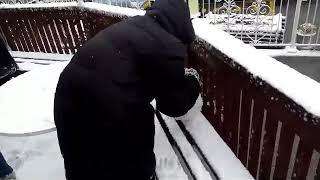 Дети катают снежки. Сеул снегопад 16.02.2020 воскресенье