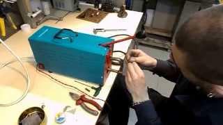 Контактная (точечная) сварка своими руками(Аппарат собран на основе трансформатора от микроволновой печи., 2014-07-01T21:00:48.000Z)