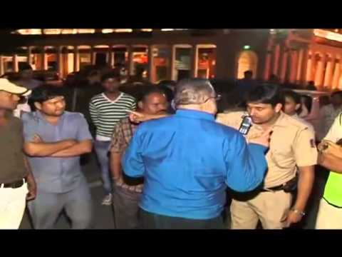 Rich drunk youth abusing and scuffling with cops in New Delhi.