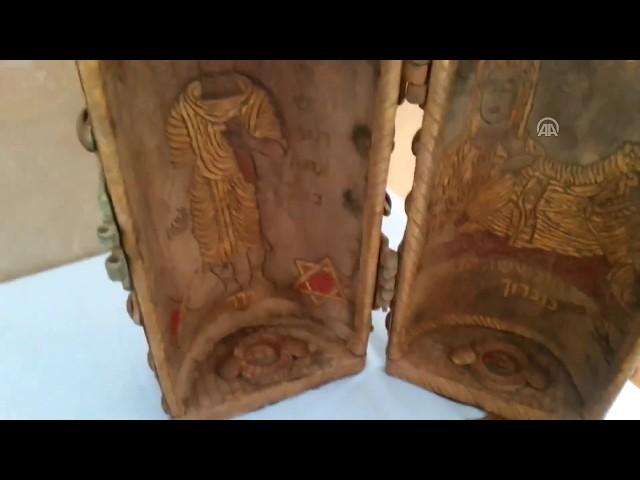 Altın varaklı zümrüt, yakut süslemeli 2 Tevrat ele geçirildi