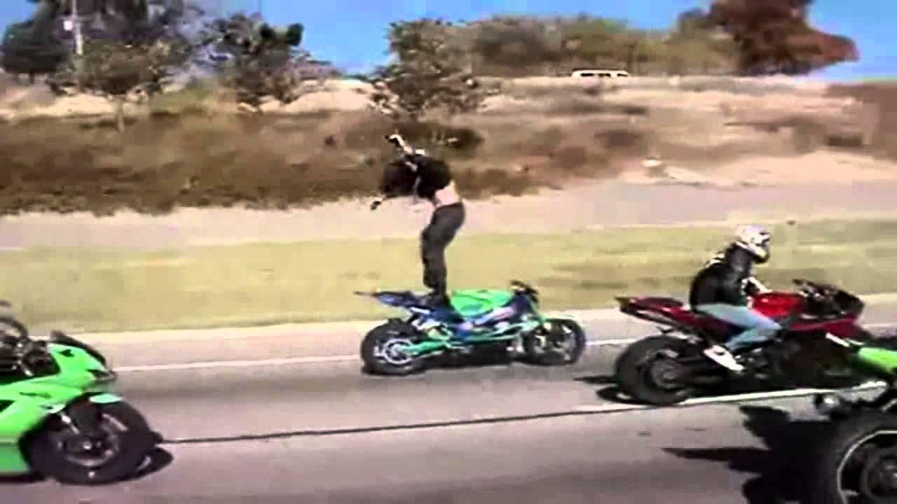las mejores acrobacias en motos deportivas de carreras youtube. Black Bedroom Furniture Sets. Home Design Ideas