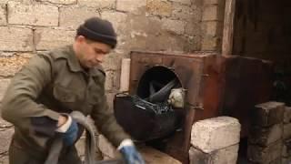 Azerbaycanlıdan qeyri-adi ixtira. Bakı sakini tekerden neft duzeldir.