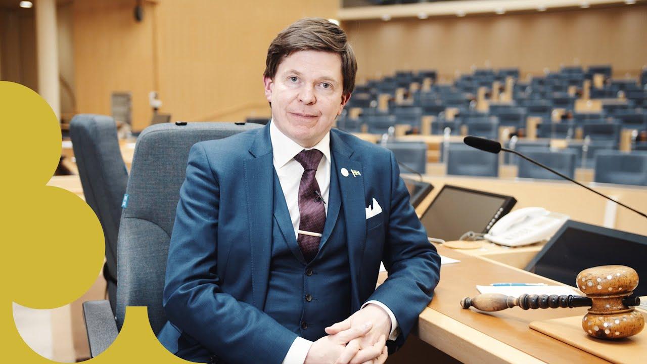 Talman Andreas Norlén i kammaren.