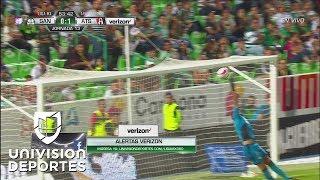 ¡Tremenda atajada de Jonathan Orozco! El arquero de Santos le saca un gol a Milton Caraglio