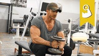 Mehr Brust und rundere Schultern mit dieser Methode