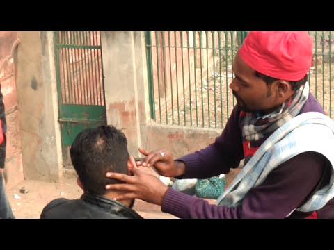 DELHI VLOG 01: Jama Masjid: cleaning ear: local expert