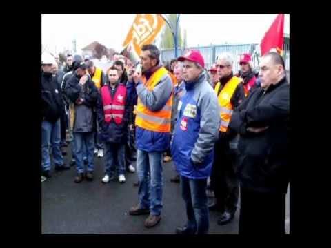 Arcelormittal 11 Avril 2012 Edouard Martin Sexplique Devant Les Grands Bureaux à Florange