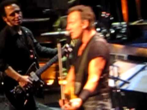 Bruce Springsteen WILD THING - NIce Sound Quality- LivePart 1 Hartford CT 4-24-09