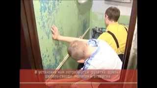 видео как клеить пластиковые панели в ванной
