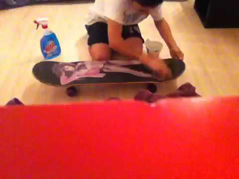 comment nettoyer son grip de skateboard youtube. Black Bedroom Furniture Sets. Home Design Ideas