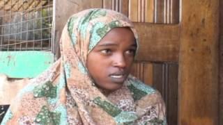 Repeat youtube video Gabar Soomaali oo ka Cabaneyso Hooyada nin Kenyaati ah oo Qaba