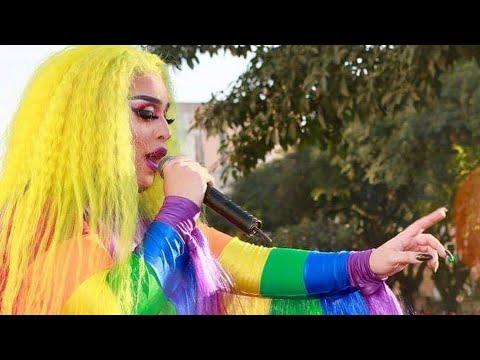 """Gloria Groove cantando """"Coisa Boa"""" com o público na Parada LGBTQ+ de São Paulo"""
