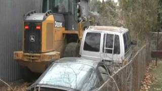 John Deere Wheel loader - Heavy equipment in tight spaces