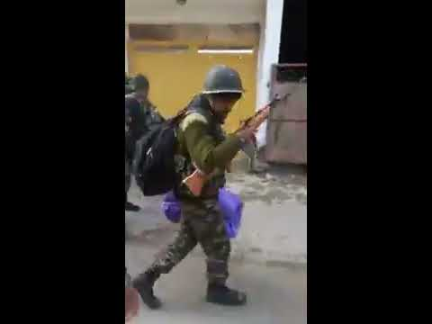 KASHMIR | Jawan, Slapped And Kicked By Mob In Srinagar, Calmly Walks On In Video