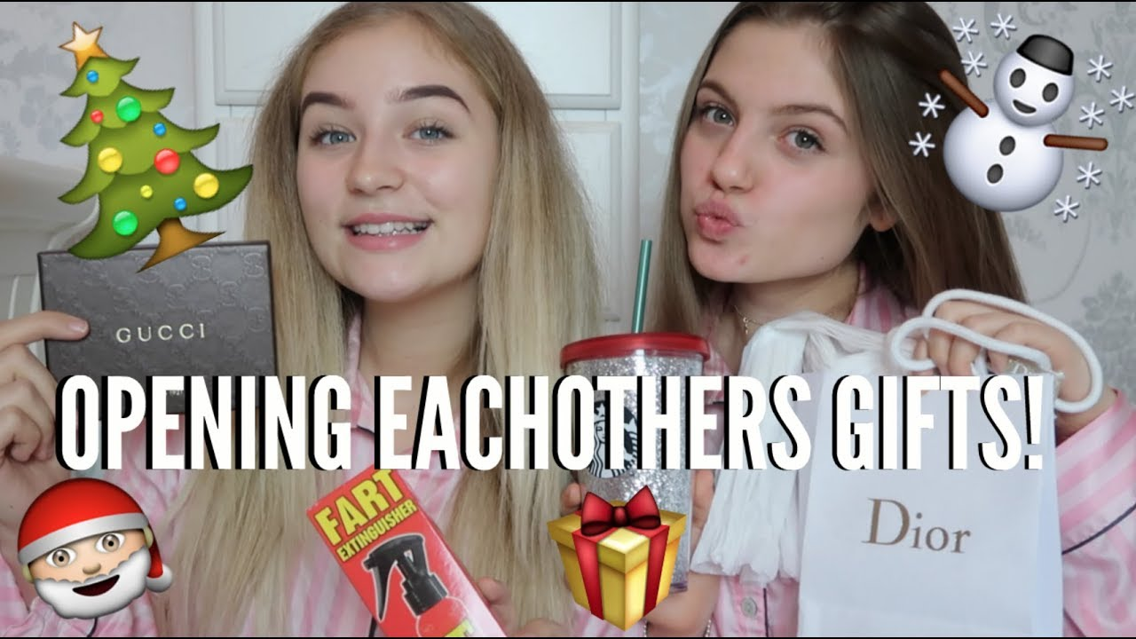 Christmas Present Ideas For Best Friends Girl.Best Friends Open Eachothers Christmas Presents Bestfriends Gift Swap Grace And Grace