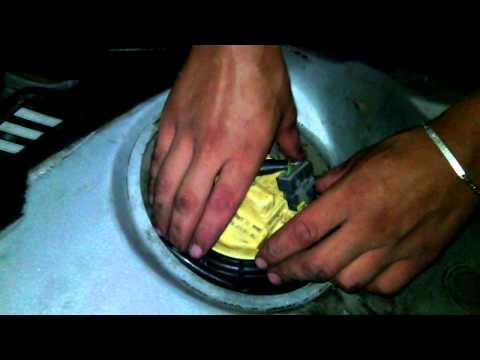 Como retirar la bomba de combustible